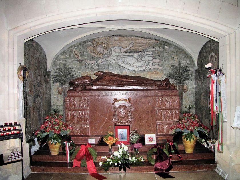 1280px-tomb of bl vitmor aGyőr_Apor_Vilmos_sírja