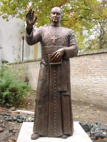 bl vilmos apor statue