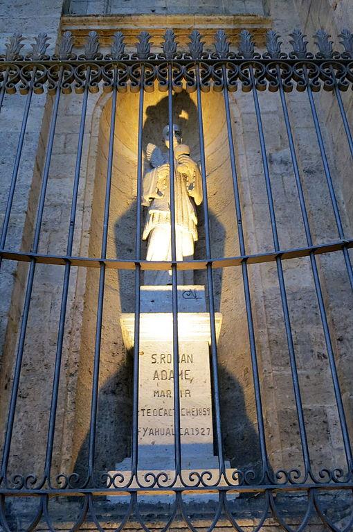 Catedral_de_la_Asunción_de_María_Santísima_(Guadalajara,_Jalisco)_-_St._Román_Adame_Rosales_statue
