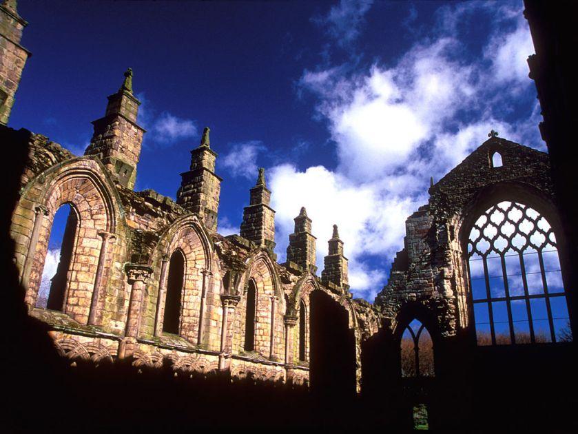 1024px-Holyrood_Abbey_-_Edinburgh
