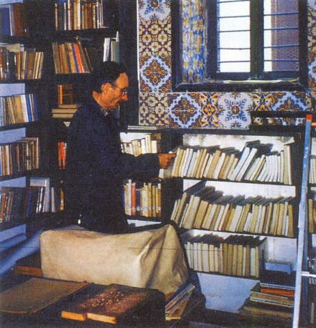 bl henri in his library