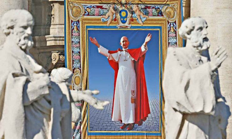Paul-VI-tapestry-canonisation 744x448
