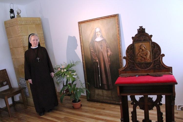 bl Malgorzata Lucja Szewczyk - sisters with artwork