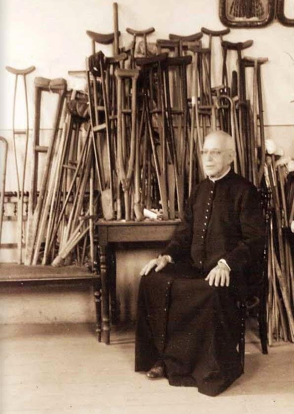 Padre Donizetti e os objetos curas