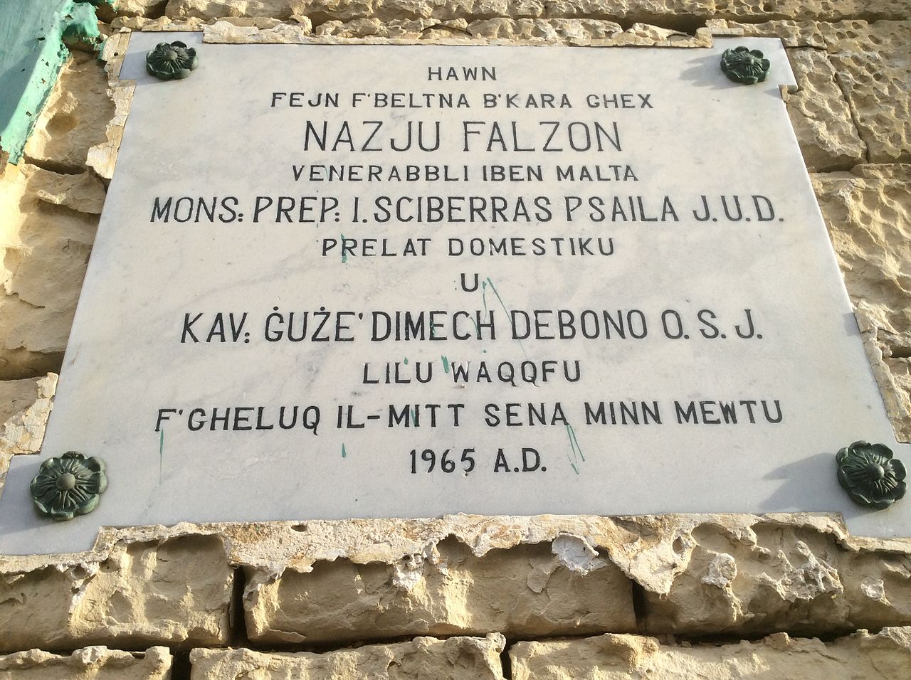 bl Nazju_Falzon_Plaque_on_his_palace.jpeg plaque