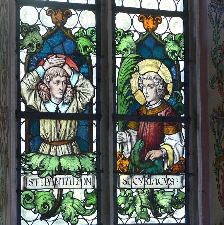 765px-Pfarrkirche_Weitnau_Nothelferfenster_Pantaleon_Cyriacus