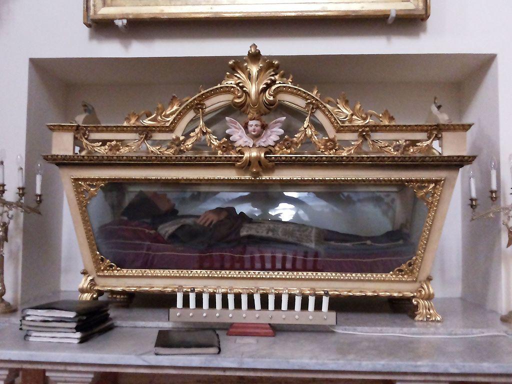 Urna_con_il_Beato_Arcangelo_Placenza_da_Calatafimi_-_Chiesa_di_Santa_Maria_di_Gesù_(Alcamo)